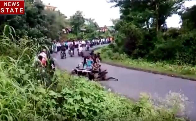 Maharashtra: महाराष्ट्र के कोल्हापुर में हॉर्स कार रेस में हादसा, देखें कैसे जान की बाजी लगा रहे हैं लोग