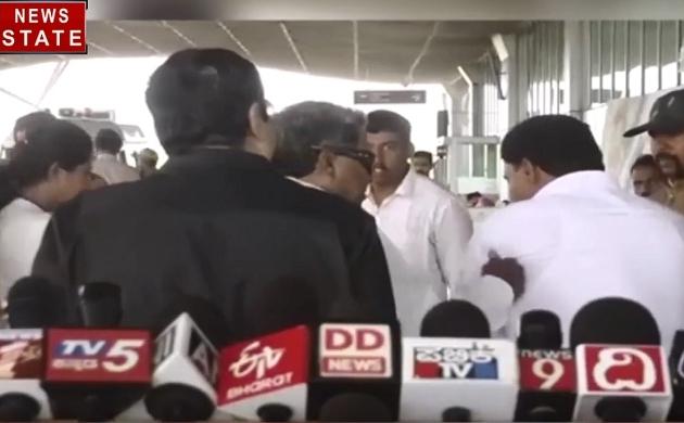 Video: कर्नाटक के पूर्व मुख्यमंत्री सिद्धारमैया ने जड़ा युवक को थप्पड़, जानें पूरा मामला