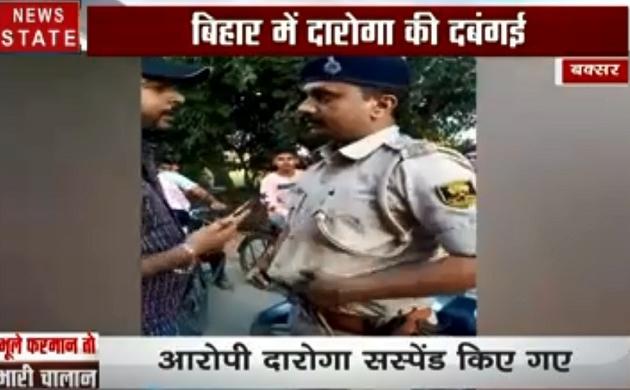 बिहार: बिना हेलमेट के ड्राइव कर रहे दरोगा जी, युवक ने टोका तो दिखाई वर्दी की हनक