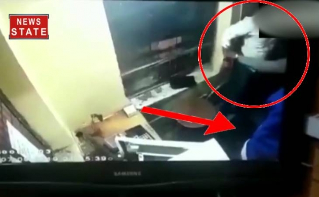 MP: इंदौर के टोल पर गुंडागर्दी की LIVE VIDEO, पैसे मांगने पर कर्मचारी को पीटा गया