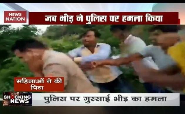 Shocking News: खाकी पर हावी भीड़तंत्र, दरोगा की पिटाई का Video Viral