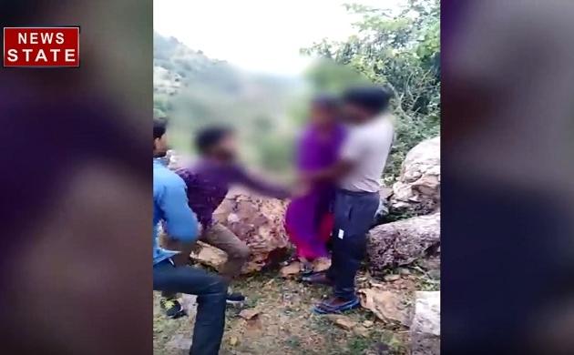 राजस्थान: देखिए प्रेमी जोड़े के साथ बदमाश किस तरह कर रहे हैं बदसलूकी