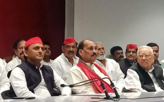 सैकड़ों कार्यकर्ताओं के साथ रमाकांत यादव समाजवादी पार्टी में शामिल हुए