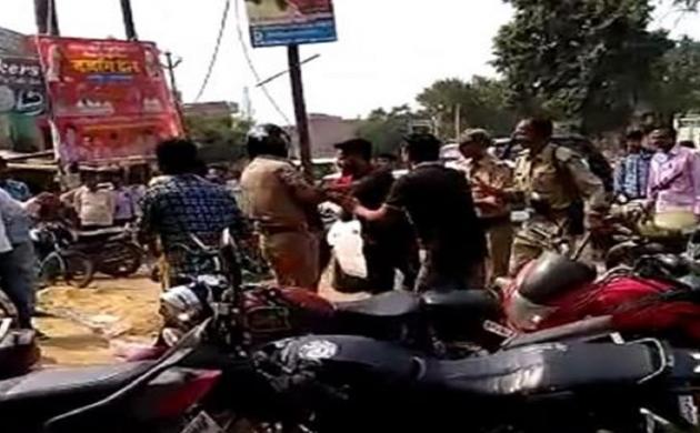BJP नेता के बेटे की दबंगई बीच चौराहे पर दारोगा को जूतों से पीटा