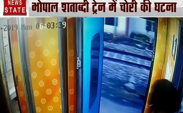 40 Khabrein: चलती ट्रेन से पर्स चोरी कर भागा चोर, PoK में लोगों को सरेआम धमकाता अफसर