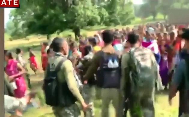 ANI FEED: नक्सल प्रभावित क्षेत्र छत्तीसगढ़ में ग्रामीणों का विरोध प्रदर्शन, सशस्त्र बल के नए पुलिस शिविर के खिलाफ लोगों ने खोला मोर्चा