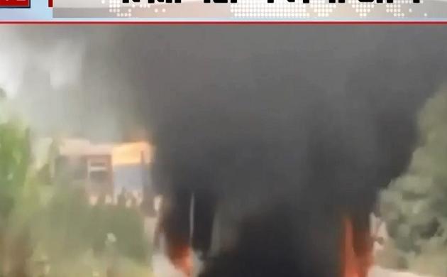 Uttar Pradesh: चलती बस में अचानक लगी आग, यात्रियों ने कूदकर बचाई जान, देखें Video