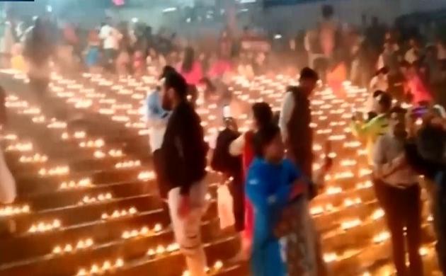Haridwar: देव दीपावली पर रौशन हुई हरि की पौड़ी, गंगा किनारे जलाए गए लाखों दीयें