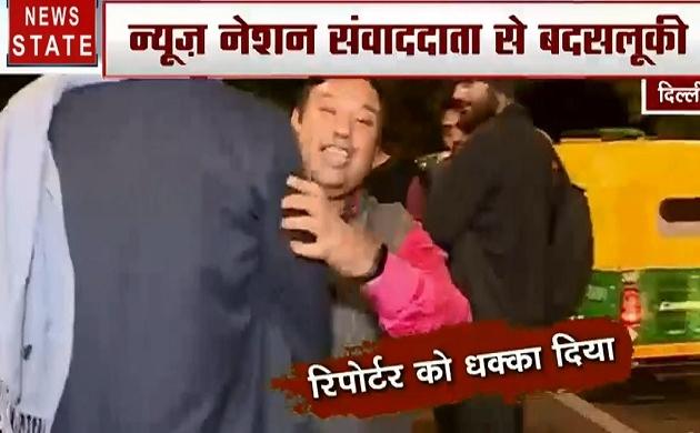 JNU Student Protest: जंग का अखाड़ा बना जेएनयू, छात्रों ने की रिपोर्टर के साथ बदसलूकी और कैमरे तोड़ने की कोशिश