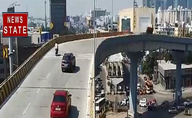 फ्लाईओवर से नीचे सड़क पर गिरी हाई स्पीड कार, CCTV में कैद हुआ दिल दहला देने वाला वीडियो