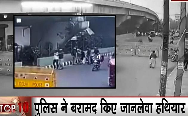 Delhi: बिना हेलमेट के पहुंचे हवालात, बदमाशों के पास से पुलिस ने बरामद किए जानलेवा हथियार
