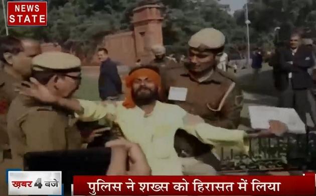 Uttar pradesh:रक्षा मंत्री राजनाथ सिंह की सुरक्षा में चूक, काफिले के सामने आया युवक