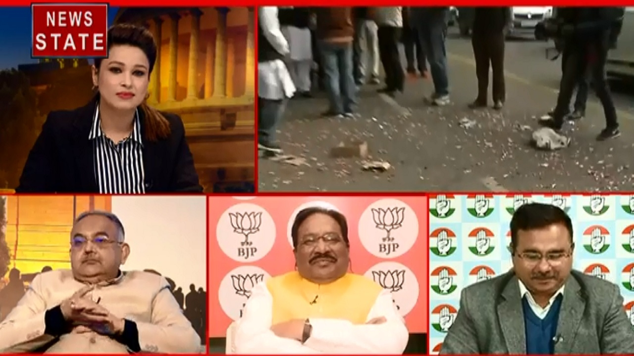 Jharkhand Result: कांग्रेस मुख्यालय के बाहर हुई आतिशबाजी, बांटी गई मिठाइयां