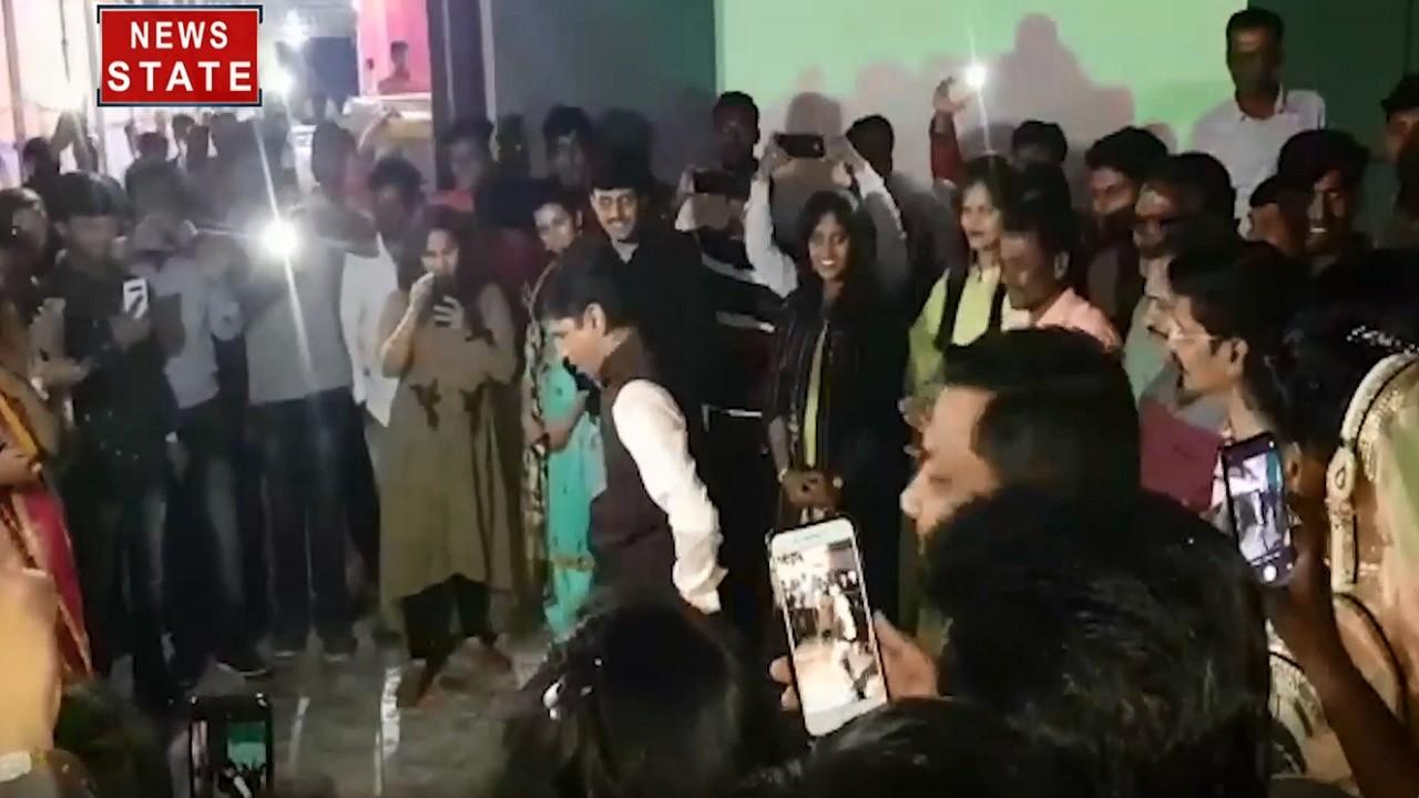 Maharashtra: BJP विधायक प्रशांत बंब ने  लगाए ठुमके, भीड़ ने उठाया लुत्फ