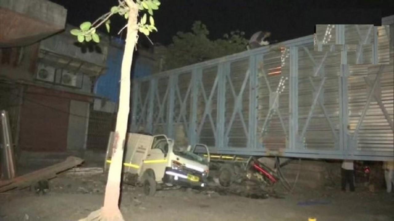 Mumbai: मानखुर्द इलाके में निर्माणाधीन फुटओवर ब्रिज ढहा, 2 घायल, कंटेनर की टक्कर से गिरा ब्रिज
