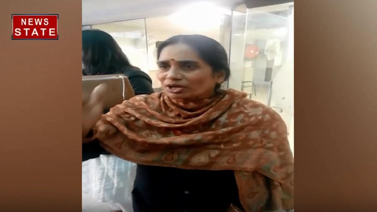 Nirbhaya Case: फिर टली दोषियों की फांसी, सरकार पर बरसीं निर्भया की मां