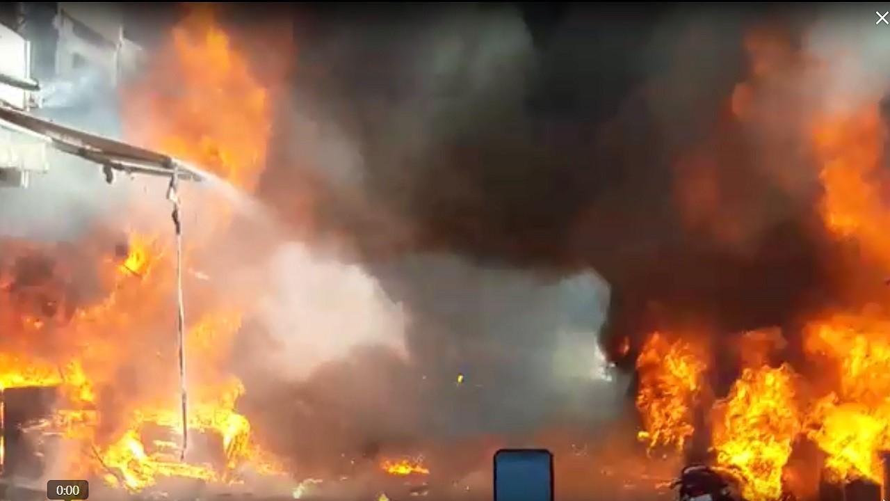 जयपुर के इंदिरा बाजार में लगी भीषण आग, लाखों के सामान जलकर राख