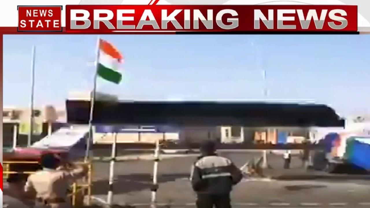 Ahmedabad: मोटेरा स्टेडियम के पास तेज हवा से गिरा एंट्री गेट, इसी गेट से होना था ट्रंप का स्वागत