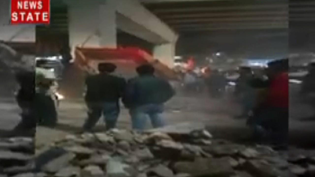 मौजपुर: सीएए के समर्थक ट्रॉली में मंगा रहे हैं और पत्थर, वायरल हुआ Video